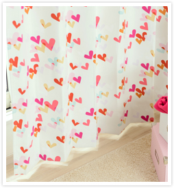 女の子の子供部屋カーテン レベッカの全体写真