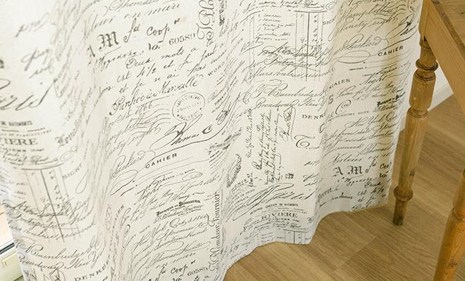 フラットカーテン 大人女子のナチュラルスタイル レトロな英字柄プリントカーテン ナンシー